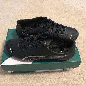 Very cute black Puma sneakers